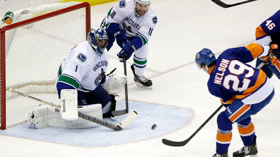 Canucks Islanders Hockey