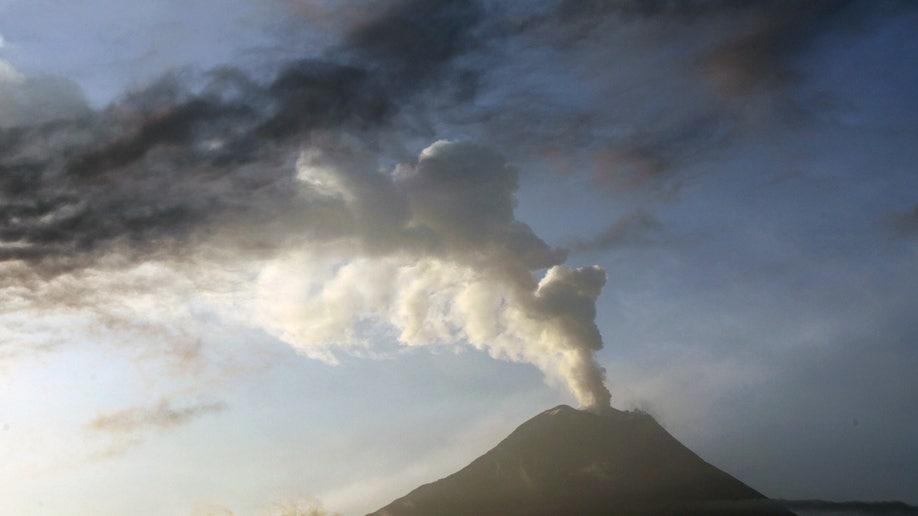 e7fbee23-Ecuador Volcano