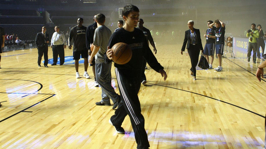 323c4470-Mexico Spurs Timberwolves Basketball