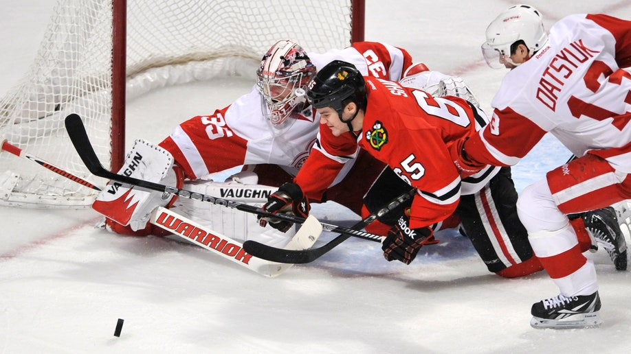 e61491d9-Red Wings Blackhawks Hockey