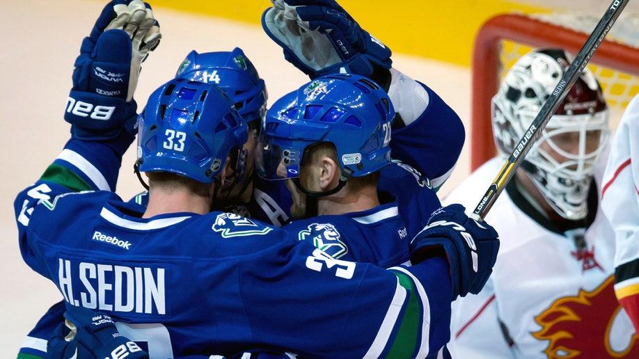 55e9cf3c-Flames Canucks Hockey