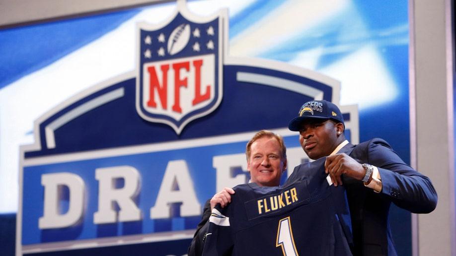 6261ddf0-NFL Draft Football