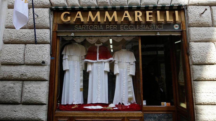 111665cb-Vatican Papal Fashion