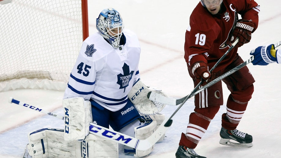 d2ef1454-Maple Leafs Coyotes Hockey