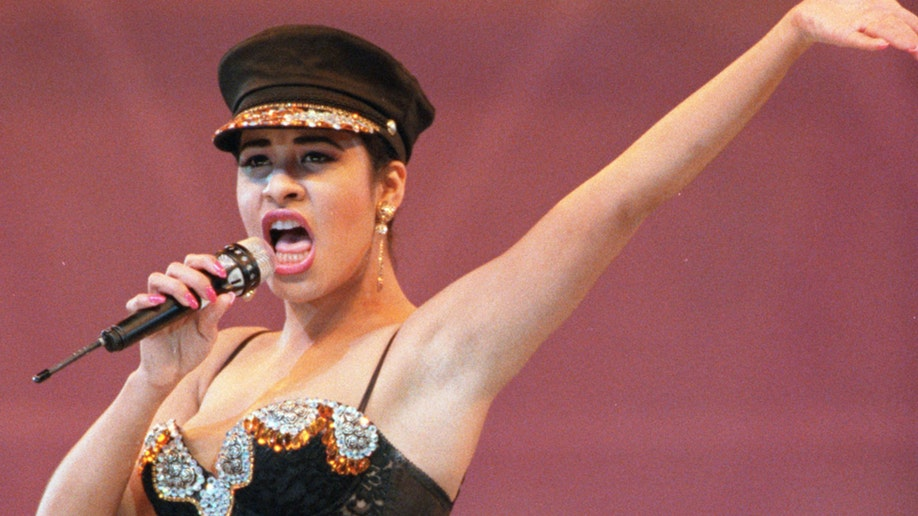 38d882ac-Selena Quintanilla