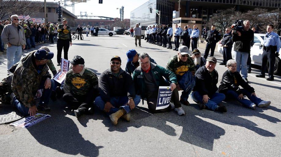 b0275c4f-Patroit Bankruptcy Protests