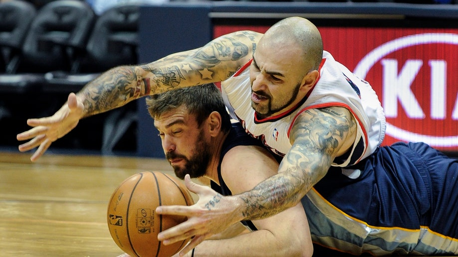 8c6a008b-Grizzlies Hawks Basketball