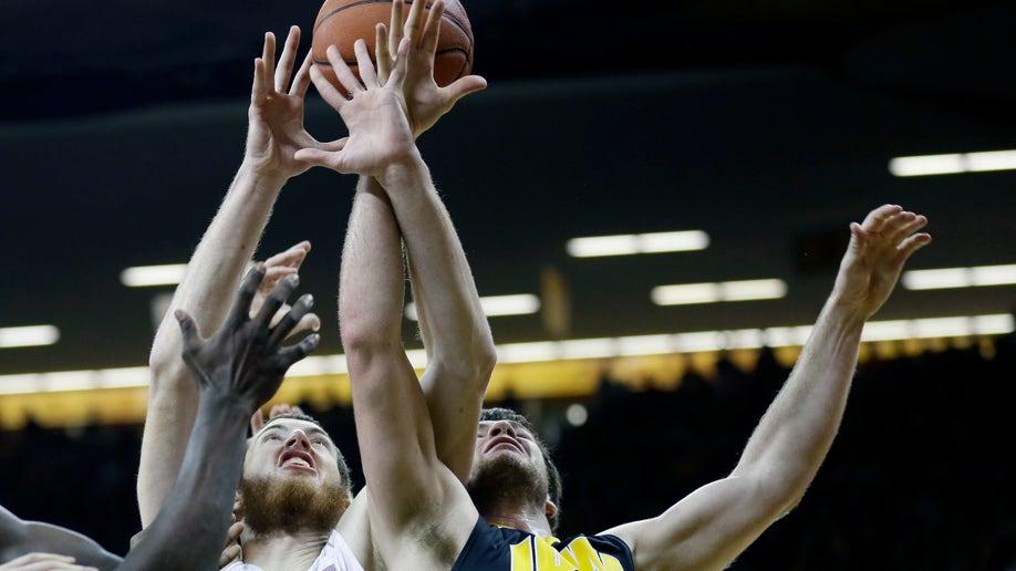 2465698f-Notre Dame Iowa Basketball
