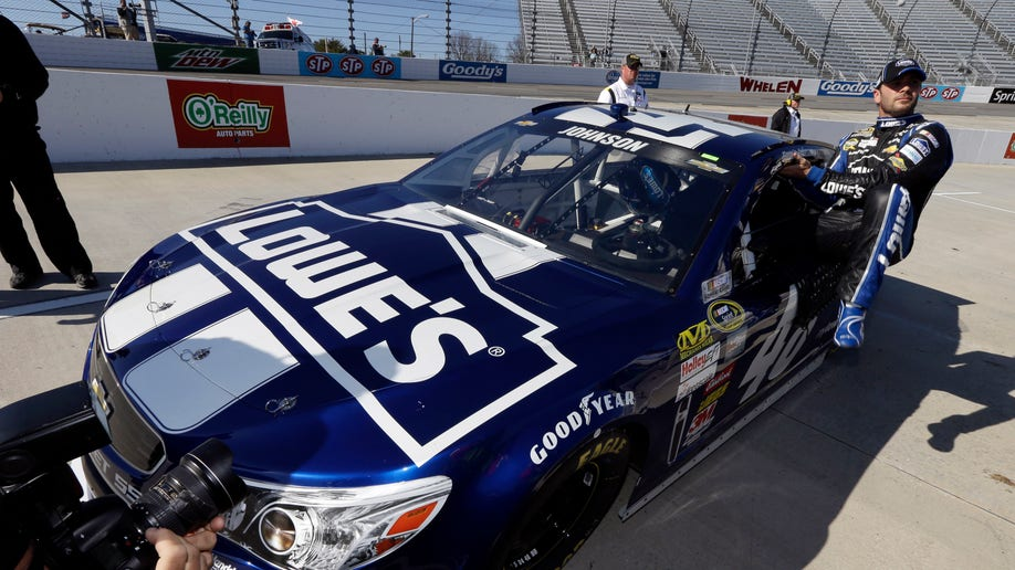 64b4903c-NASCAR Martinsville Auto Racing