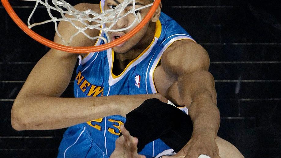 bea7d69c-Hornets Spurs Basketball