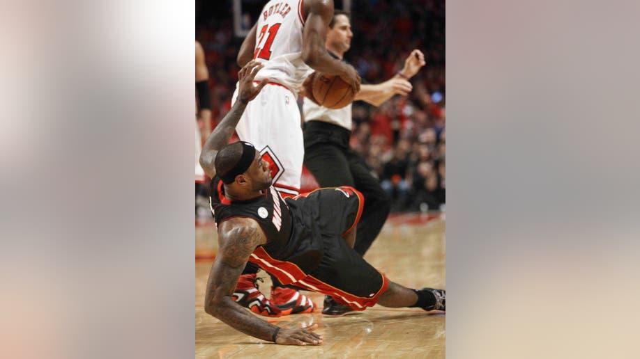 a783885c-Heat Bulls Basketball