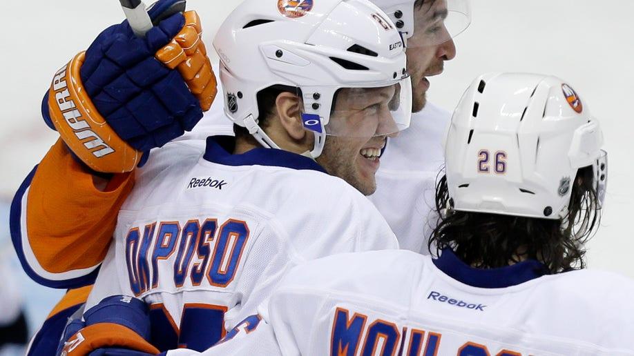 ebb00e37-Islanders Penguins Hockey