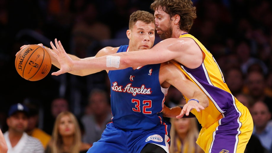 6a22ed9a-APTOPIX Clippers Lakers Basketball