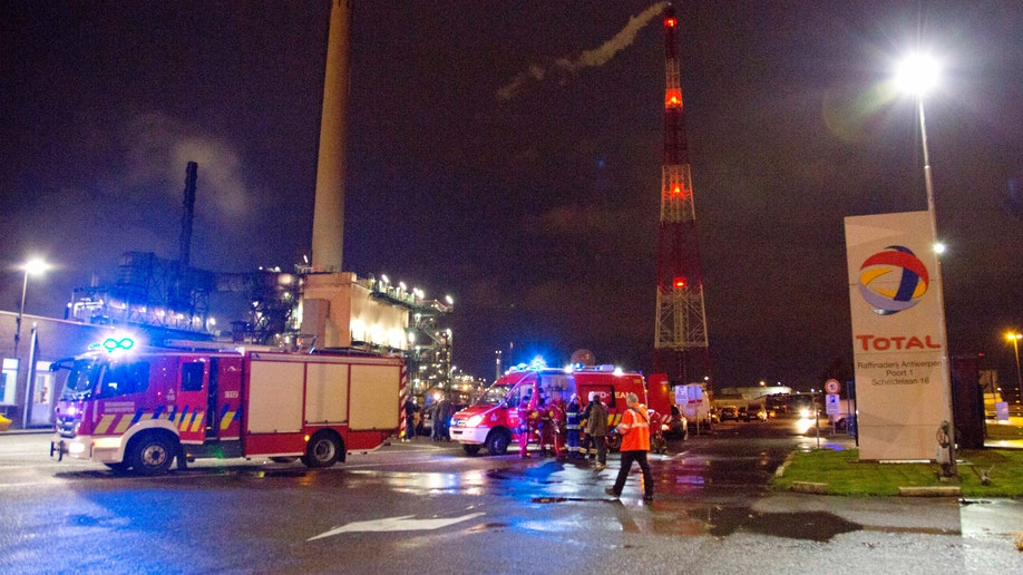 c2cb1128-Belgium Total Refinery Explosion