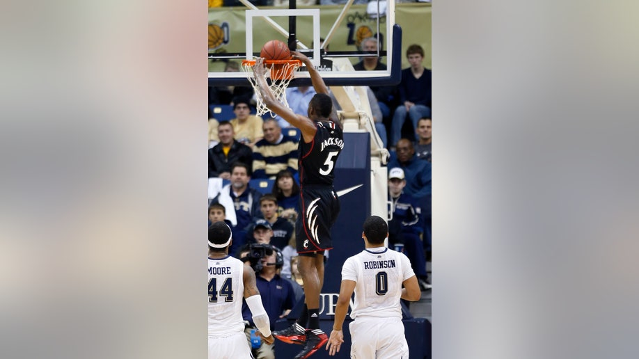 e7377e42-Cincinnati Pittsburgh Basketball