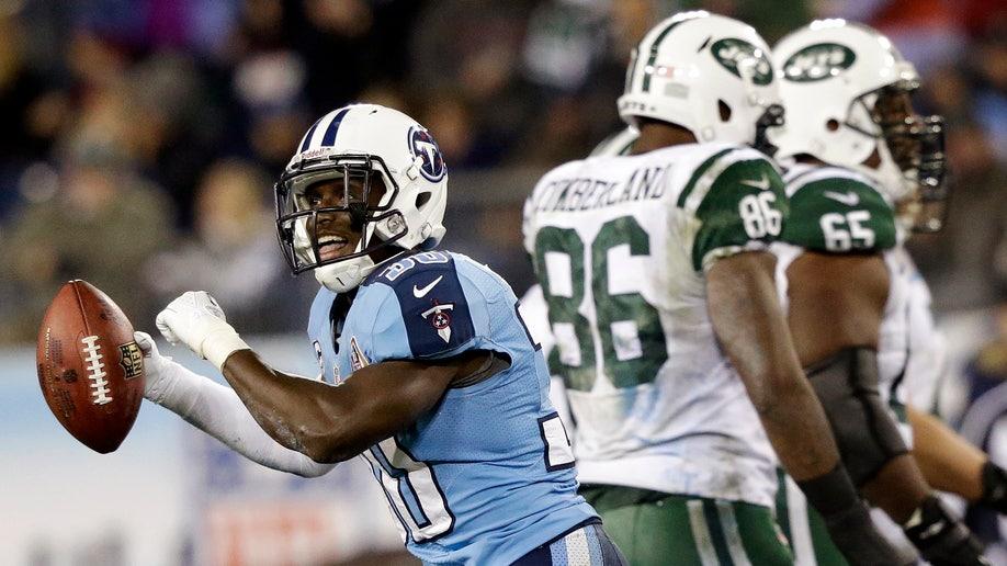 d9d36b8c-APTOPIX Jets Titans Football