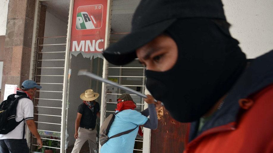 55bd0b7d-Mexico Teachers Revolt