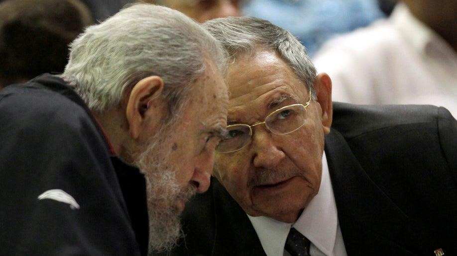 b524c6d4-APTOPIX Cuba President