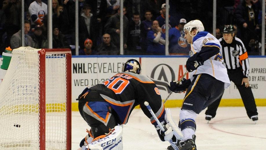 41423ce0-Blues Islanders Hockey