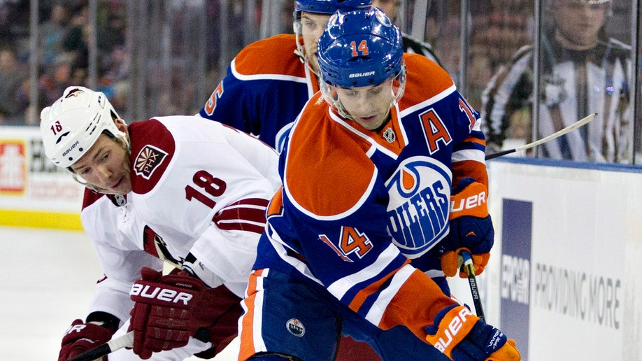 f8fc2530-Coyotes Oilers Hockey