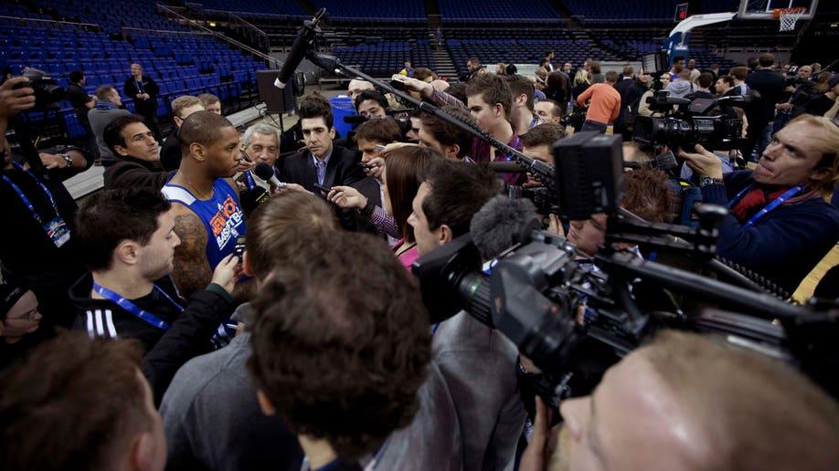 114dc8f6-Britain Pistons Knicks Basketball