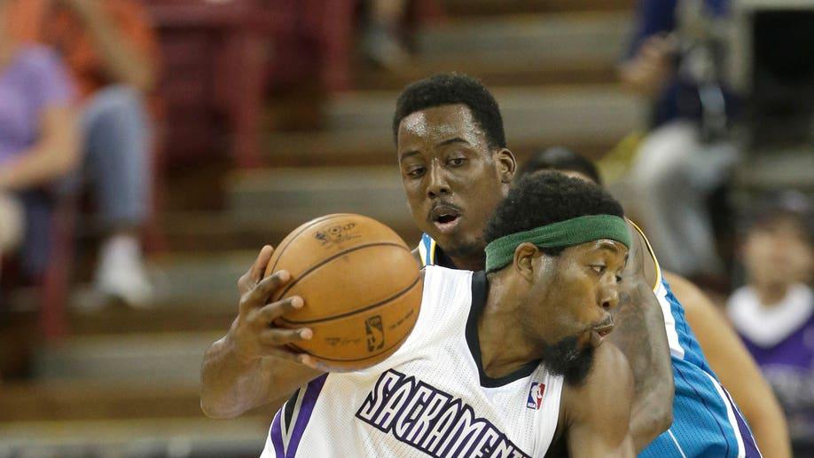 15b33f4f-Hornets Kings Basketball