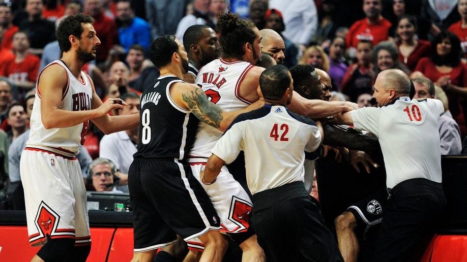 9f8c3e7d-APTOPIX Nets Bulls Basketball