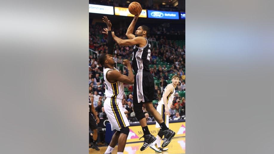 8d1889a1-Spurs Jazz Basketball
