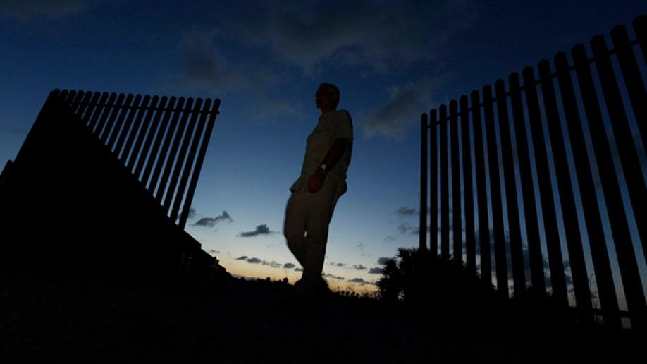 4d19f2aa-Border Fence Land Deals