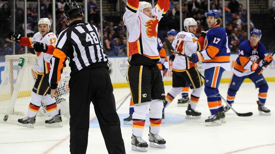 Flames Islanders Hockey
