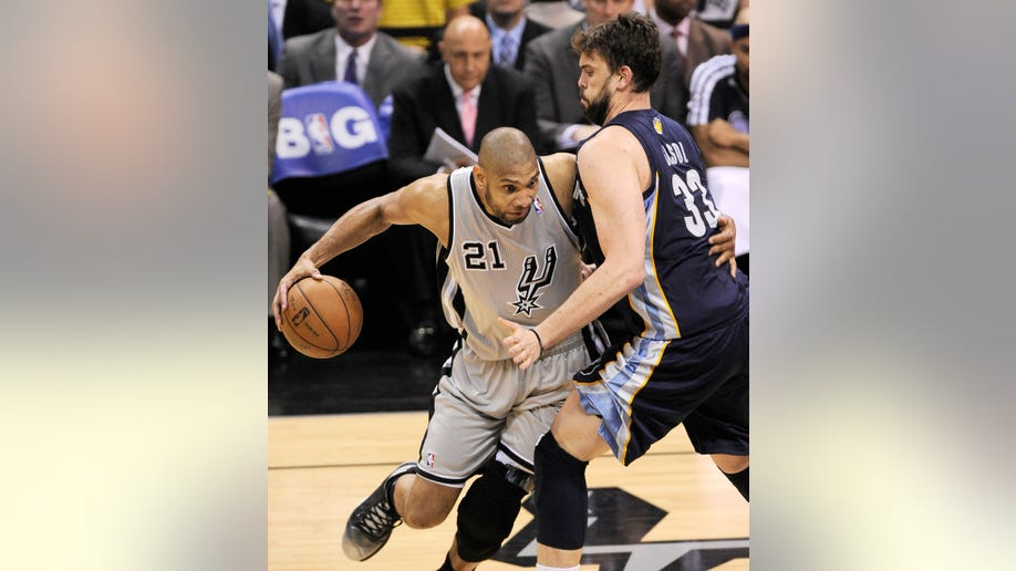 77ea0301-Grizzlies Spurs Basketball