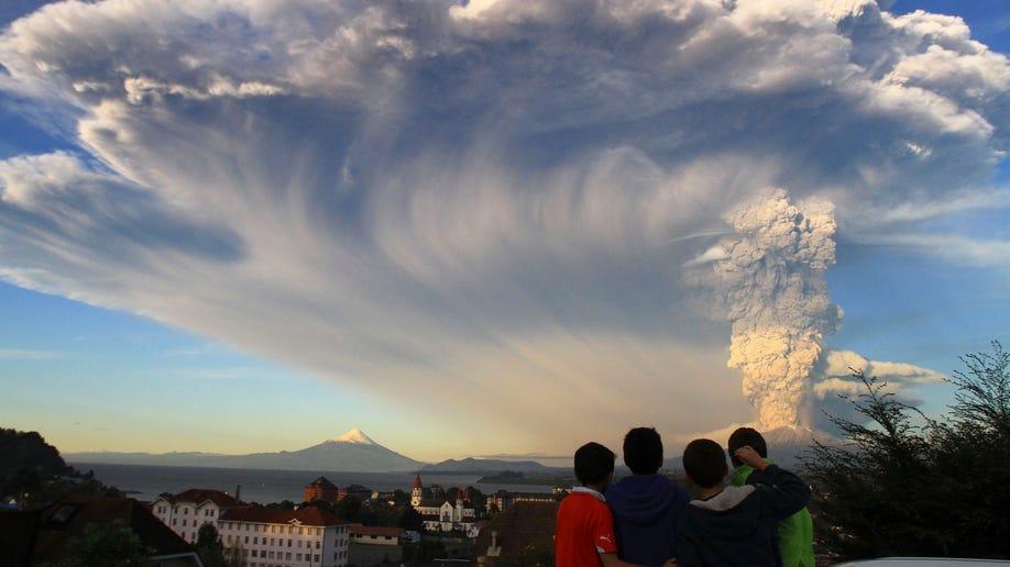 4fb8806d-APTOPIX Chile Volcano Erupts