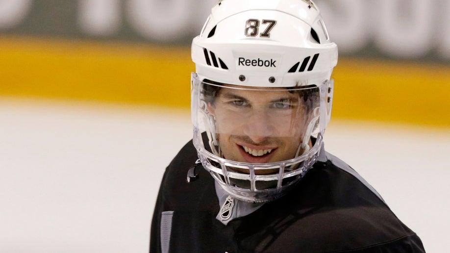 ce73c3d8-Islanders Penguins Hockey