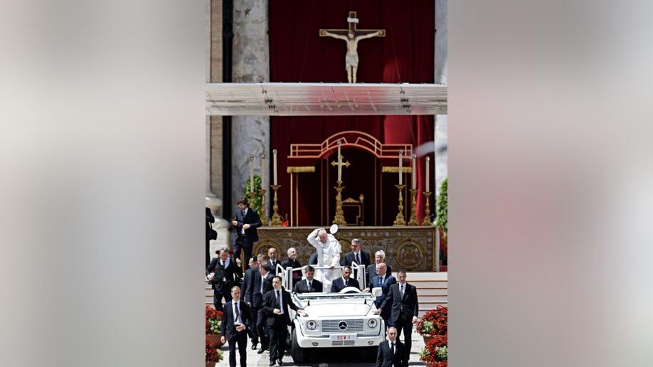 2b952983-Vatican Pope