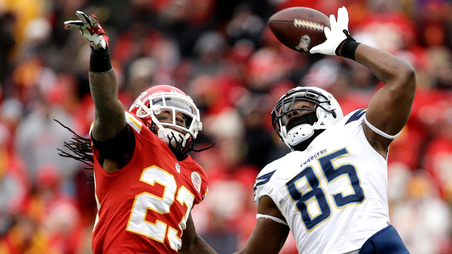 9ae0b54c-Chargers Chiefs Football