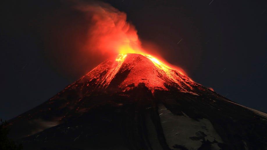 51e001ed-Chile Volcano Eruption