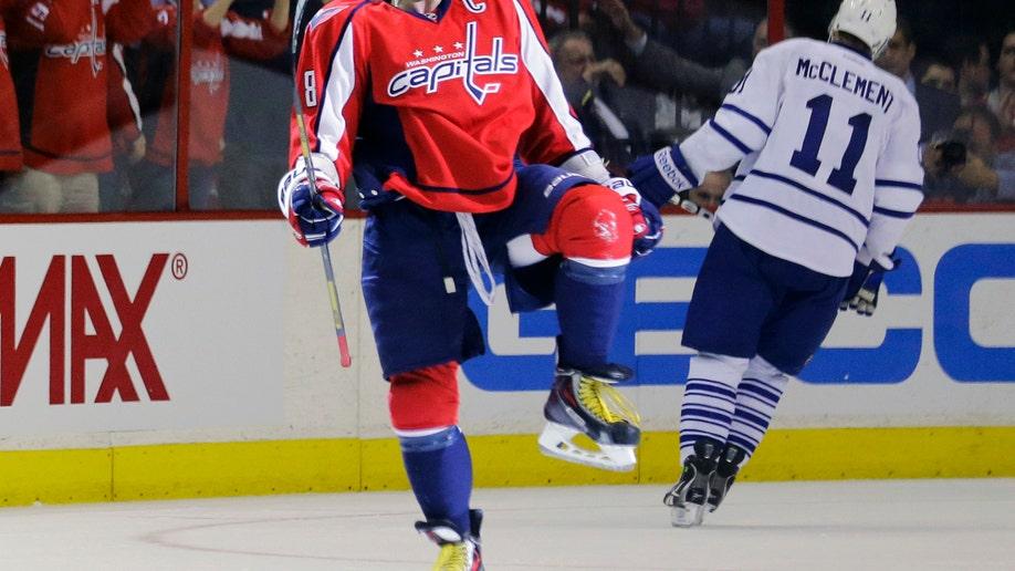 352976f8-Maple Leafs Capitals Hockey