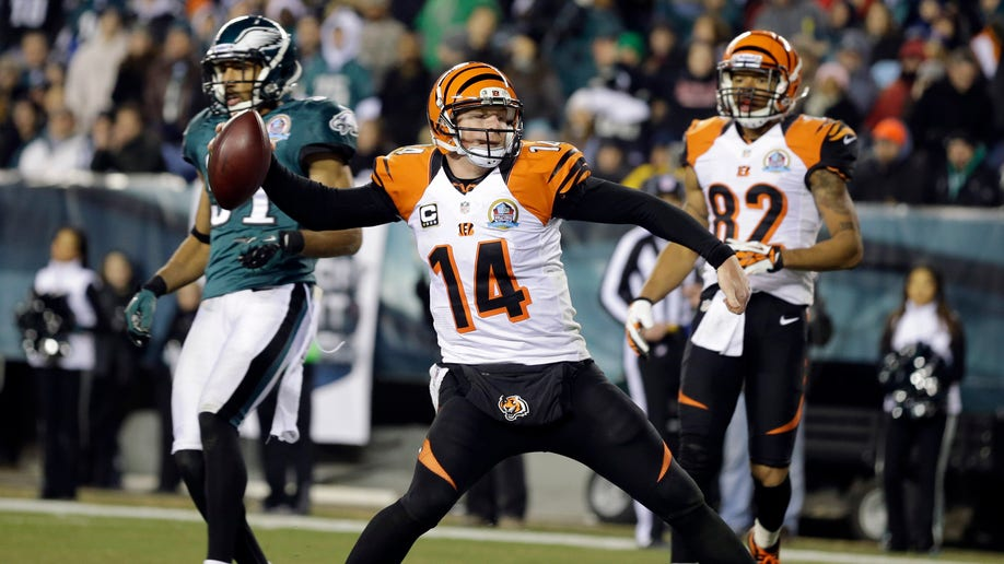 2c872984-Bengals Eagles Football
