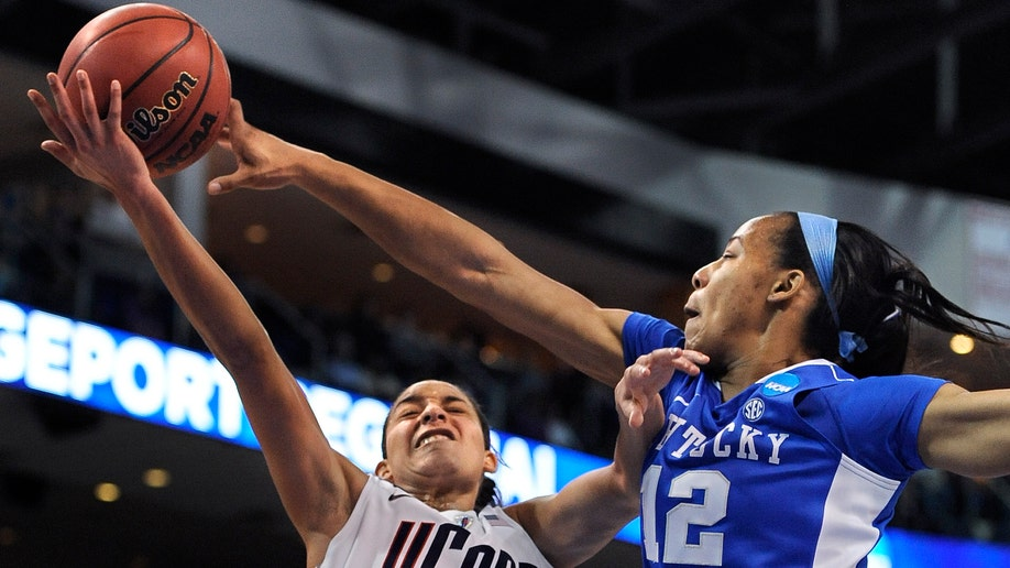 4acd4d82-APTOPIX NCAA Kentucky Connecticut Basketball