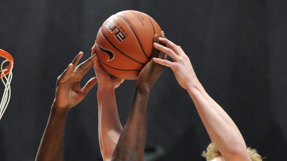 f3eeb540-Wisconsin Illinois Basketball