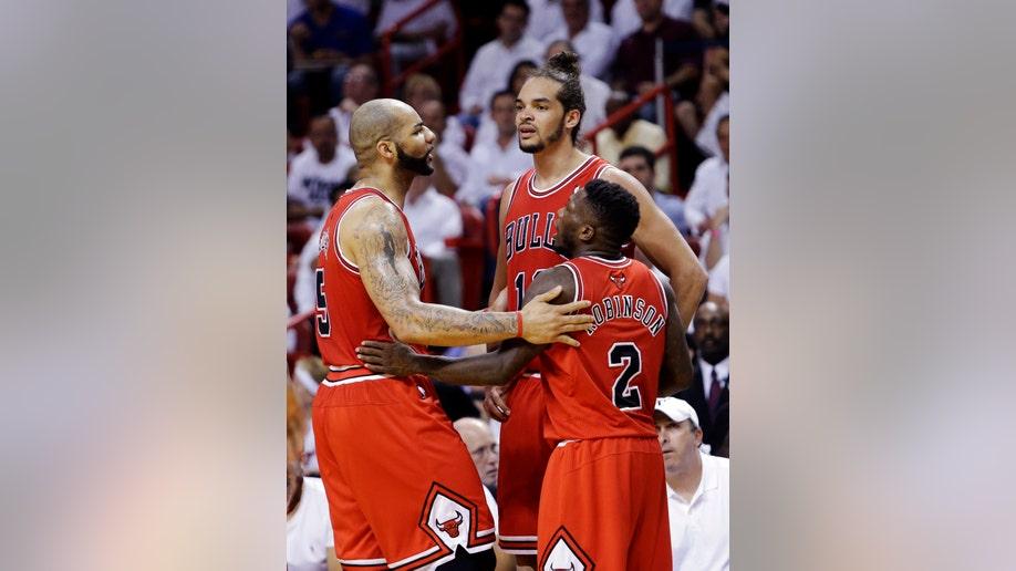 879e41bf-Bulls Heat Basketball