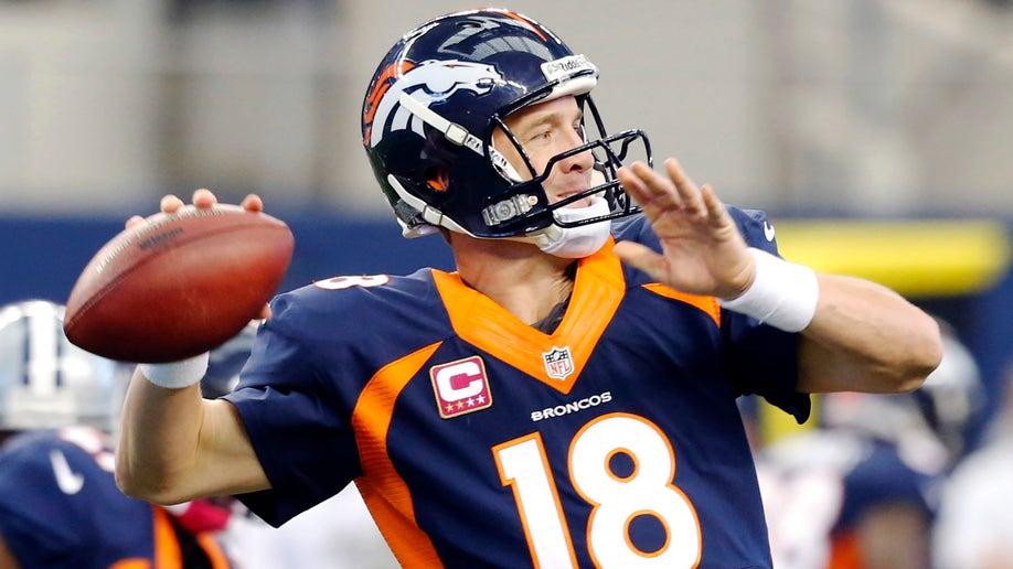 8ae6d5b1-Broncos Cowboys Football