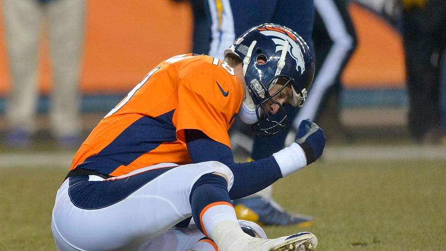 838790ed-Chargers Broncos Football