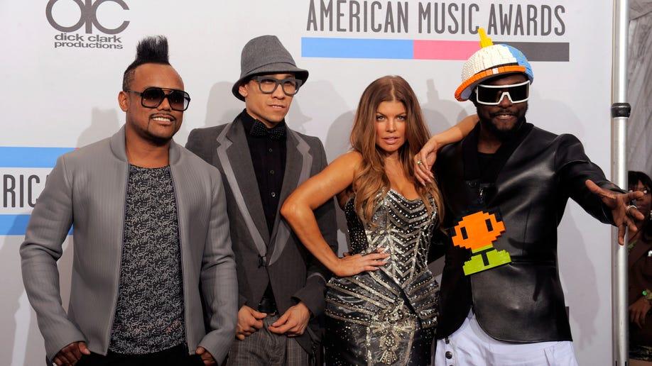 5917802f-2010 AMA Awards Press Room