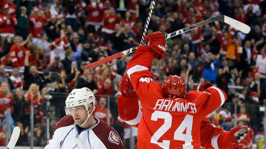 e27a14e8-Avalanche Red Wings Hockey