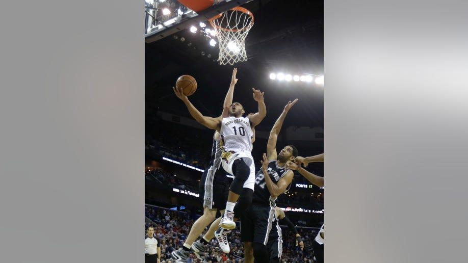 9d3af64d-Spurs Pelicans Basketball