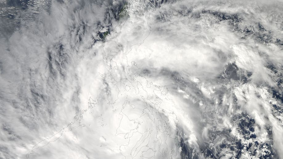 048c5746-Philippines Typhoon