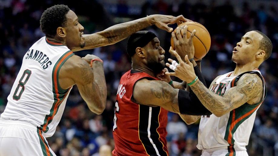 ebb00e37-Heat Bucks Basketball