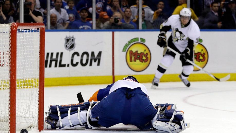 b4de8ebb-Penguins Islanders Hockey