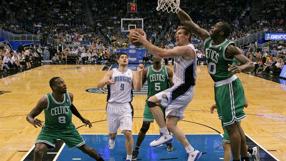 db9ea21e-Celtics Magic Basketball